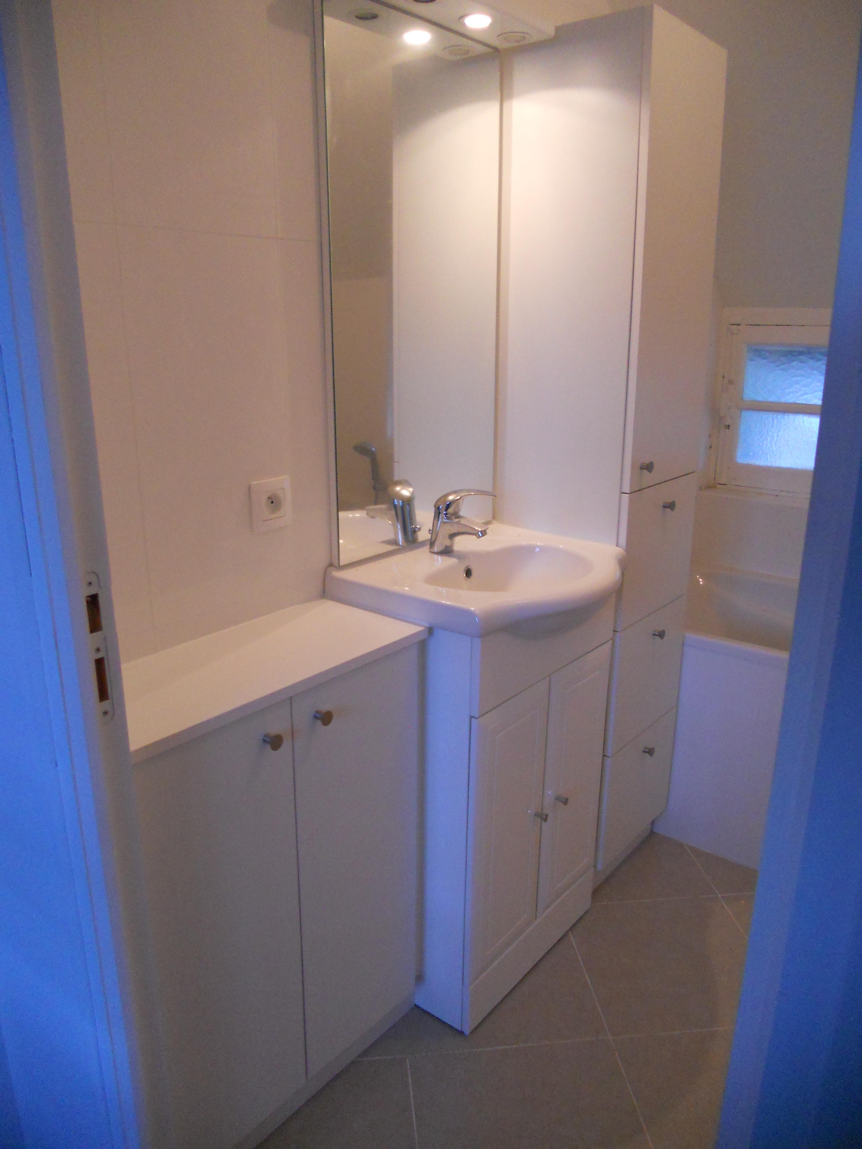 Meubles de salle de bain brodie agencement for Meuble salle de bain deux portes