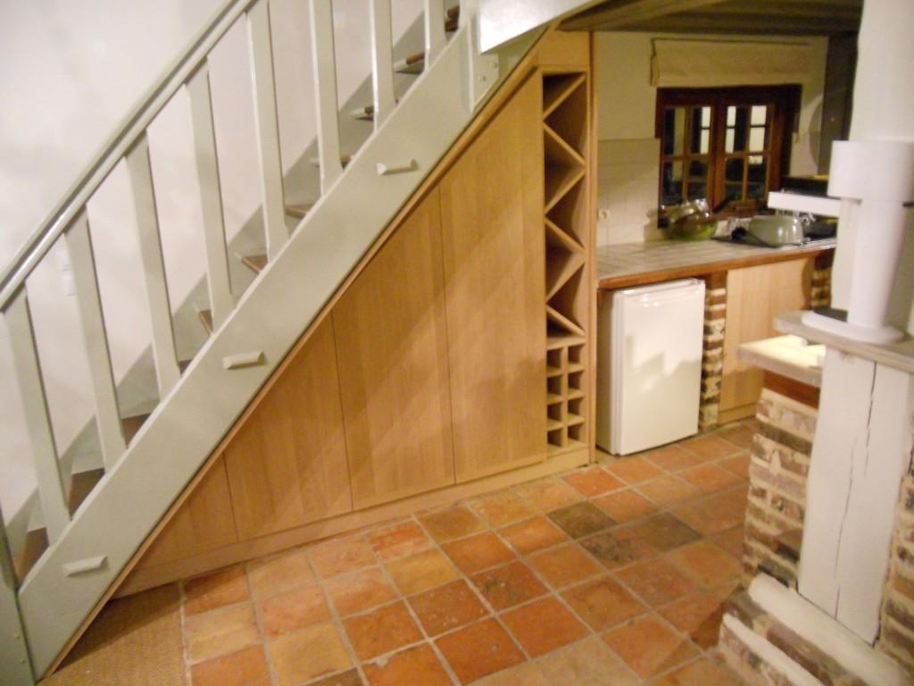 petite cuisine avec plan de travail original brodie. Black Bedroom Furniture Sets. Home Design Ideas