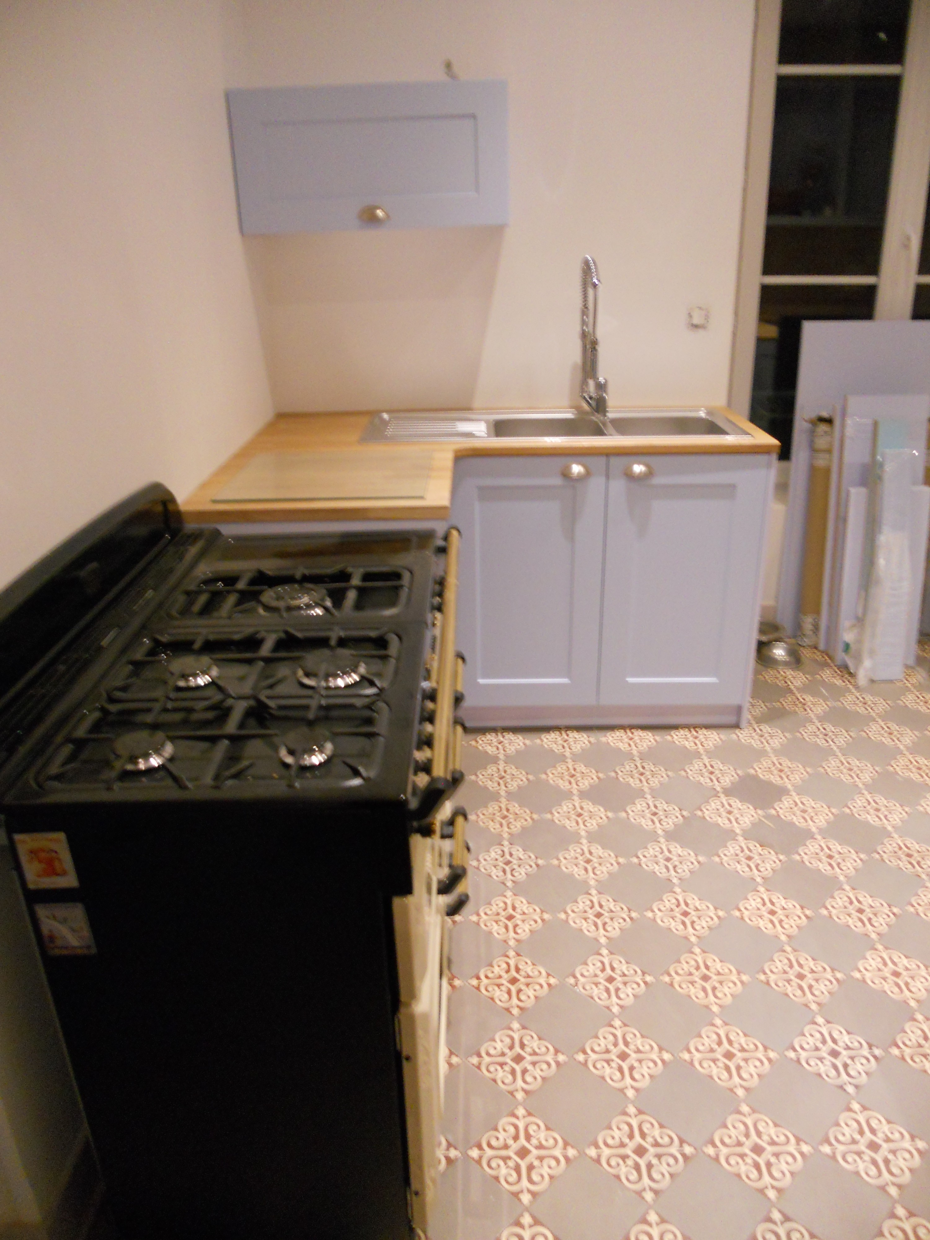 Cuisine avec plan de travail en ch ne massif avec fa ades for Plan de cuisine en bois massif