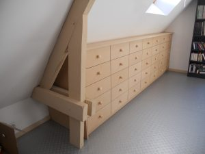 Meuble sous pente avec tiroirs