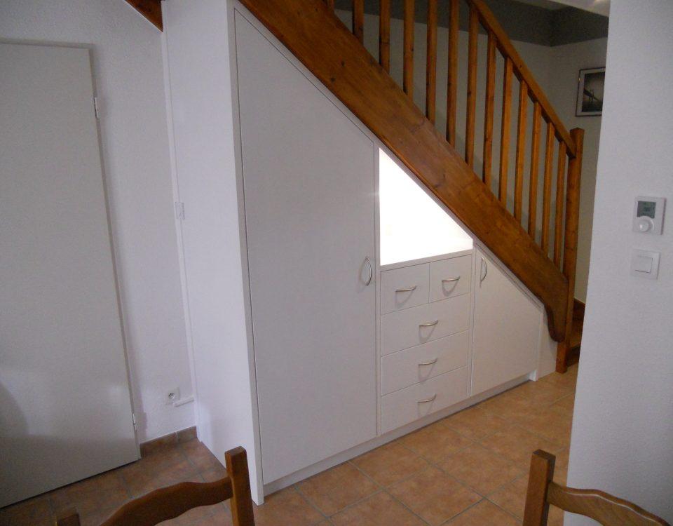 Meuble sous escalier avec tiroirs